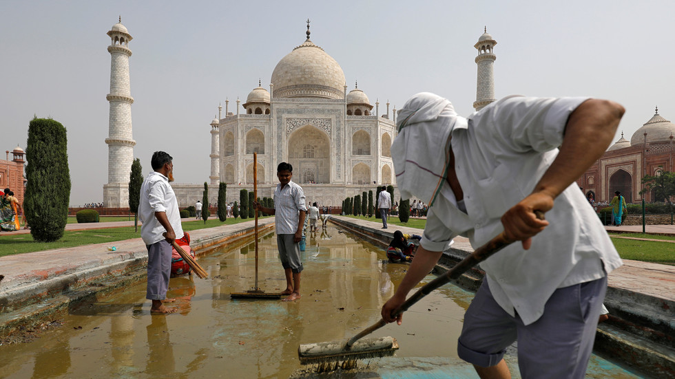 India wants to erase Taj Mahal area's 'foul smell' ahead of Trump visit