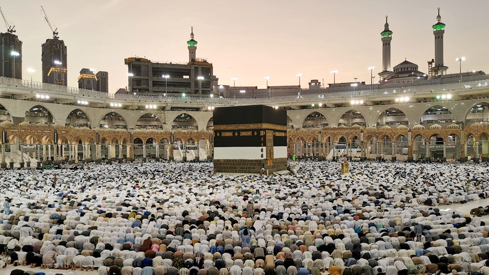 Saudi Arabia suspends pilgrimages to Mecca over coronavirus